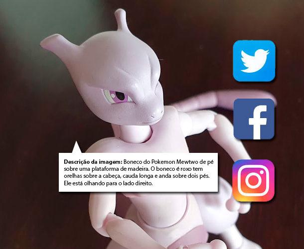 Imagem com o boneco do pokemon Mewtwo olhando para a direita. Existem três botões de redes sociais. Twitter, Facebook e Instagram. Abaixo do boneco há um bloco de texto com a seguinte informação. Descrição da imagem: Boneco do Pokemon Mewtwo de pé sobre uma plataforma de madeira. O boneco é roxo tem orelhas sobre a cabeça, cauda longa e anda sobre dois pés. Ele está olhando para o lado direito.