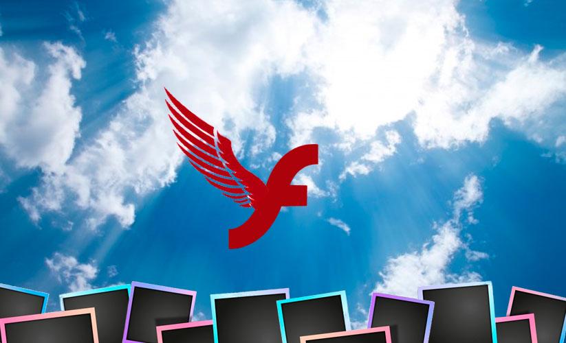 Montagem com o logo do Flash com asas indo em direção ao céu. Abaixo diversas fotografias acompanhando o vôo